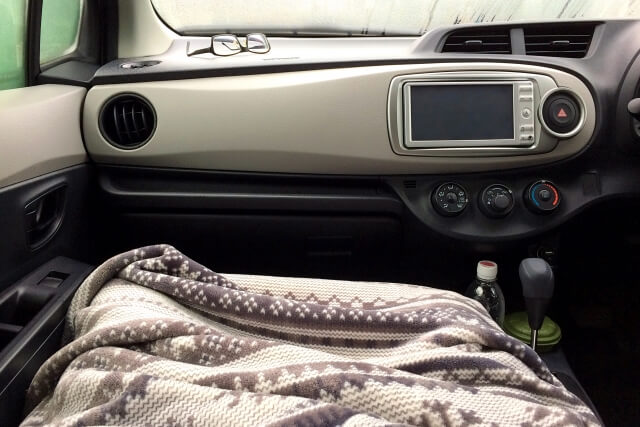 助手席の毛布