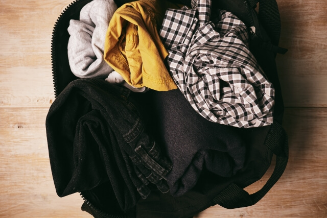 リュックに詰め込んだ衣類