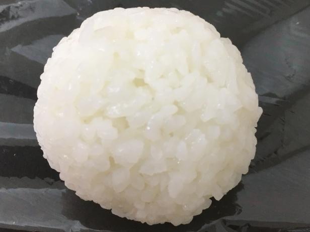 安心米水おにぎりアップ
