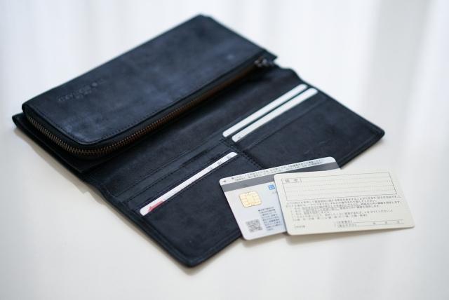 財布と身分証明書