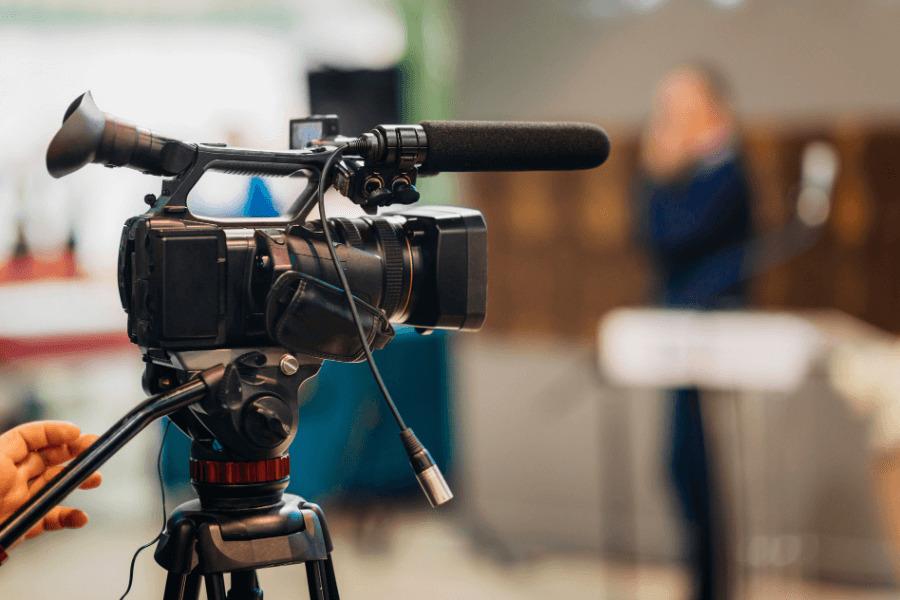 テレビ局のカメラ